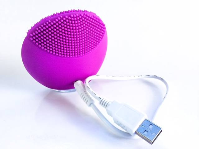 Foreo Luna Mini USB Cord • chidibeauty.com